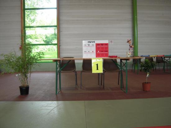 Une table de commissaires sportifs